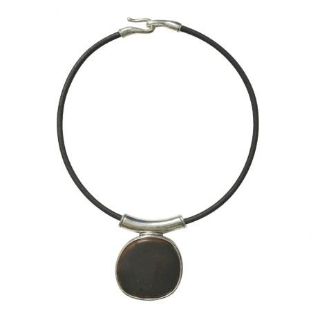 Accueil -Collier cuir métal et résine