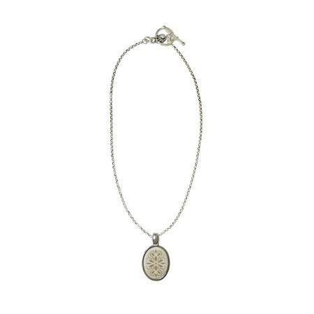 Women -Collier médaillon ovale corne rosace